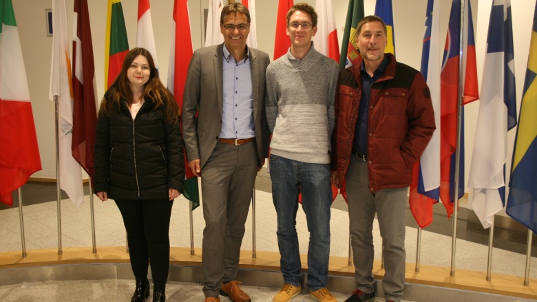 Tim und Rainer Waltemathe aus Siegen gewannen die Fahrt zum Europäischen Parlament nach Brüssel
