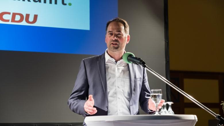 Arne Fries mit überwältigender Mehrheit als Landratskandidat von der Mitgliederversammlung aufgestellt